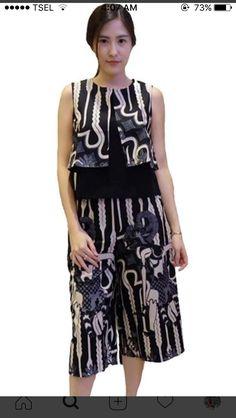 ideas diy clothes skirt beautiful for 2019 Kulot Batik, Batik Kebaya, Blouse Batik, Batik Dress, Batik Fashion, Ethnic Fashion, African Fashion, Ethnic Outfits, Simple Dresses