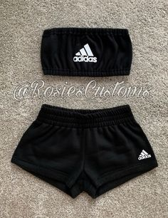 Shorts impressed by Adidas and matching matching bandeau set. Customized choices out there. Ship me a message for extra particulars! Choose dimension and shade on the finish of the acquisition! This isn't an Adidas product! Solely a customized set! Cute Lazy Outfits, Crop Top Outfits, Cute Casual Outfits, Teenage Outfits, Teen Fashion Outfits, Sporty Outfits, Outfits For Teens, Stylish Outfits, Hiking Outfits