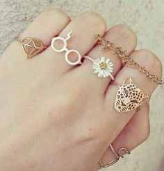 But that Harry Potter ring Bijoux Harry Potter, Harry Potter Ring, Cute Jewelry, Jewelry Rings, Jewelry Accessories, Jewelry Design, Korean Accessories, Jewellery, Fashion Rings