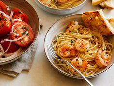 Spicy Shrimp and Spaghetti Aglio Olio (Garlic and Oil) by Rachael Ray Shrimp Recipes, Pasta Recipes, Dinner Recipes, Cooking Recipes, Spaghetti Recipes, Fish Recipes, Aglio E Olio Recipe, Aglio Olio, Healthy Pastas