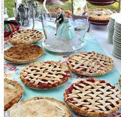 So pretty...Kyle is going to want a pie table once he sees this!