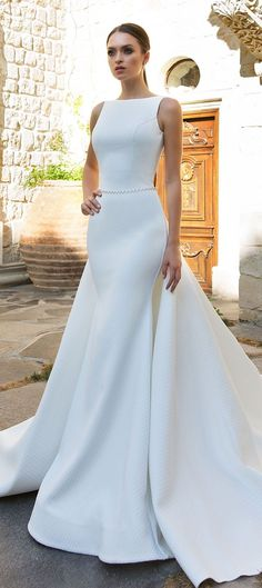 Sleeveless Fit and flare Wedding Dresses #wedding #weddingdress #weddinggown