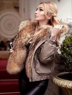 Fur Collars And Hoods Fur Fashion, Winter Fashion, Womens Fashion, Glamour, Parka Style, Girls Winter Coats, Fur Clothing, Mode Chic, Fox Fur Coat