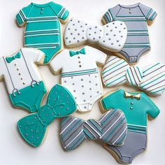 Bow tie and onesie baby shower cookies.  #babycookies #onesiecookies #bowtiecookies #jakeandellascookies