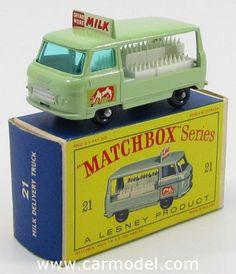 MATCHBOX 21 1/66 COMMER VAN MILK DELIVERY TRUCK Matchbox Autos, Matchbox Cars, Childhood Toys, Childhood Memories, Antique Toys, Vintage Toys, Microcar, Corgi Toys, Pedal Cars