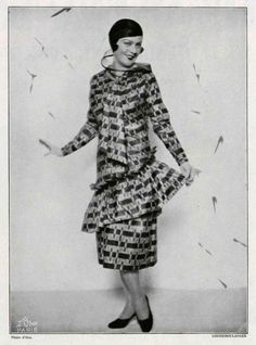 Spinelly wears a Louiseboulanger dress in black and pink taffeta,1930. Via L'Officiel de la Mode