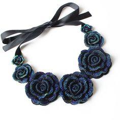 F & u rose halskette neue modeschmuck big harz kristall blaue blume halsketten & anhänger aussage bib klumpige choker halsketten
