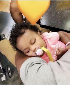 Hi baby, her so precious! Cute Black Babies, Cute Baby Girl, Little Babies, Cute Babies, Baby Kids, Lil Baby, Kids Fever, Baby Fever, Beautiful Children
