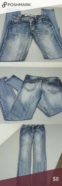 Distressed faded stretch skinny jeans sz 6 Mossimo nice pair of jeans. No stains no tears or holes. Beautifully distressed.  Stretch ,skinny leg. Mossimo Supply Co Jeans Skinny