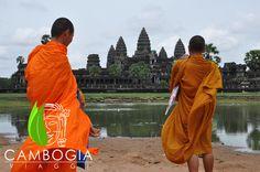 Il sito archeologico di Angkor Wat, patrimonio dell'Unesco e luogo più famoso di tutta la Cambogia.  Una tappa fondamentale per tutti i nostri itinerari, visitate la nostra pagina web www.cambogiaviaggi.com  #angkorwat #siemreap #cambogiaviaggi #monaci #buddismo #unesco #angkor #khmer
