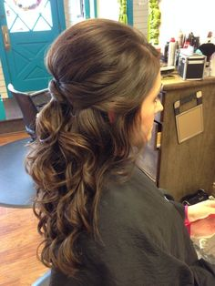 Wedding hair - half up, curly, brunette, twist #wedding #hair #weddinghair by peggy