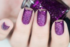 Prized by women to hide a mania or to add a touch of femininity, false nails can be dangerous if you use them incorrectly. Types of false nails Three types are mainly used. Blue Nail, White Acrylic Nails, Purple Nails, Violet Nails, Cute Nail Art Designs, Cute Nails, Pretty Nails, Holographic Nail Polish, French Tip Nails
