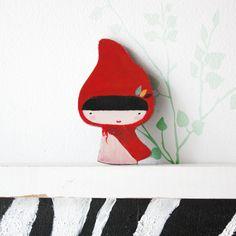 Broche caperucita roja / missmalagata - Artesanio