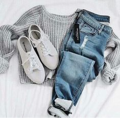 Comfy + cozy simple fall style - Grey sweater, white tennis shoes and ripped blue jeans | fall style