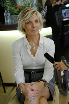 Evelyne Dhéliat