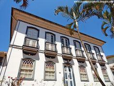 Serro, Minas Gerais - Brasil Multi Story Building, House Styles, City, Places, Woodworking, Old Farmhouses, Old Houses, Minas Gerais, Vintage Architecture