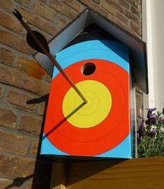 What a brilliant archery birdhouse! What a brilliant archery birdhouse! Wood Projects, Craft Projects, Projects To Try, Diy Archery Target, Bird House Feeder, Bird House Plans, Bird Houses Diy, Bird Boxes, Nesting Boxes