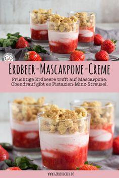 Einfaches Rezept für ein tolles Dessert. Dieser Nachtisch besteht aus fruchtigen Erdbeeren, die in eine Mascarpone-Creme wandern. Dazu gibt es Streusel mit Pistazien und Minze.