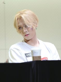 He is fricken malfoy idfc what you have to say Triple H, E Dawn, Cube Entertainment, Interesting Faces, Handsome, Singer, Guys, People, Beauty