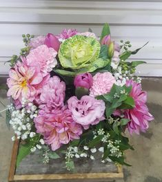 Buy amazing mother's day flowers from CP Flower Shop. Best Flower Delivery, Online Flower Delivery, Flower Delivery Service, Flower Service, Online Florist, Mothers Day Flowers, Wonderful Flowers, Buy Flowers, Seasonal Flowers