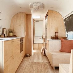 Caravan Renovation Before And After 568649890454498441 Airstream Living, Airstream Remodel, Airstream Renovation, Airstream Interior, Airstream Travel Trailers, Houseboat Living, Trailer Remodel, Bus Living, Tiny House Living