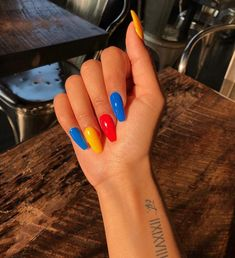 Nail art is a very popular trend these days and every woman you meet seems to have beautiful nails. It used to be that women would just go get a manicure or pedicure to get their nails trimmed and shaped with just a few coats of plain nail polish. Aycrlic Nails, Matte Nails, Hair And Nails, Coffin Nails, Dark Nails, Manicures, Glitter Nails, Acrylic Nails Natural, Cute Acrylic Nails