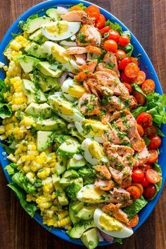 Salmon Cobb Salad is a modern spin on the classic American Cobb salad. - Salmon Cobb Salad is a modern spin on the classic American Cobb salad. It is definitely a feel-good - Salad Recipes Video, Salad Recipes For Dinner, Chicken Salad Recipes, Healthy Salad Recipes, Diet Recipes, Cooking Recipes, Salad Chicken, Salmon Salad Recipes, Healthy Chicken