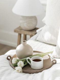 Round Vase, Garden Theme, A Shelf, Countertops, Beautiful Homes, Centerpieces, Im Not Perfect, Apple, Tea Time