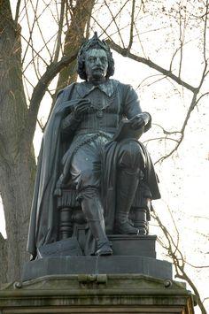 Standbeeld van Vondel in Amsterdam