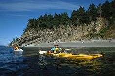 Kayak au parc Forillon. Photo : Michel Julien. #Gaspésie #kayak #Forillon