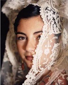 Gindora Dux Deluxe: Mantilla - Spanish lace