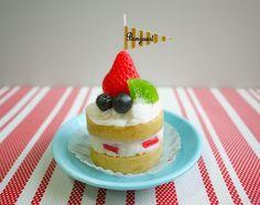 メッセージフラッグ付ケーキのキャンドル by komado アロマ・キャンドル キャンドル
