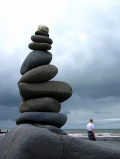 Zen and balance of place that we could find ourselves. Pebble Stone, Pebble Art, Stone Art, Stone Balancing, Stone Cairns, Rock Sculpture, Rock And Pebbles, Beautiful Rocks, Rock Art