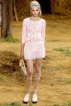 Chanel Spring 2010 Ready-to-Wear Fashion Show - Katia Kokoreva