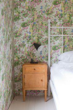 Vihreä talo: Hidasta sisustamista ja soma yöpöytä