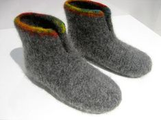 Fritidsgarn - garn til filtning - kun 25 kr. Arm Knitting, Sweater Knitting Patterns, Knitting For Kids, Knitting Socks, Knitting Projects, Hand Knitted Sweaters, Knitted Hats, Felted Slippers Pattern, Felt Boots