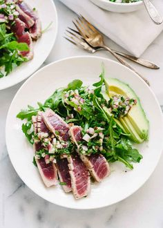 Looking for an easy ahi tuna recipe? This recipe for Seared Ahi Tuna with Chimichurri Sauce, Arugula and Avocado is simple, healthy and delicious. seared ahi tuna recipe // ahi tuna recipe easy // tuna with chimichurri Tuna Recipes, Avocado Recipes, Seafood Recipes, Cooking Recipes, Healthy Recipes, Dinner Recipes, Dinner Ideas, Kraft Recipes, Skinny Recipes