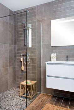 Een kiezel vloer in de doucheruimte zorgt voor het daadwerkelijke 'natuur' gevoel in de badkamer.