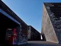 MUSEO DE ARTE NINGBO. Obra del reciente Pritzker Wang Shu, está construida con técnicas de la arquitectura tradicional china.