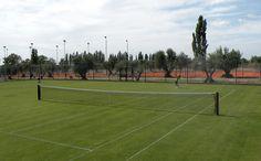 You can play tennis at one of our 10 tennis courts, which include 7 clay courts, 1 hard court and 2 grass courts | Puede jugar al tenis en una de nuestras 10 canchas, que incluyen 7 canchas de polvo de ladrillo, 1 cancha rápida y 2 de césped.