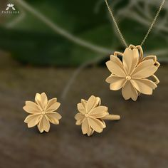 Jewelry OFF! The dawn of the golden flower! Jewelry Design Earrings, Gold Earrings Designs, Gold Jewellery Design, Necklace Designs, Pendant Jewelry, Gold Jewelry, Diamond Jewelry, Pendant Set, Gold Pendant