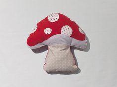 Mushroom Cushion par Costumini sur Etsy, $29.00