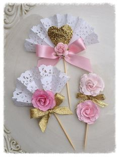 Sweet Pink and Gold Cupcake Toppers for Mother's Day Decoration and Mother's Day Party Mother's Day Ornament Paper Doily Crafts, Doilies Crafts, Paper Doilies, Diy And Crafts, Crafts For Kids, Arts And Crafts, Gold Cupcakes, Mothers Day Crafts, Cupcake Toppers