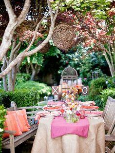 backyard lunch anyone? love dining al fresco! Garden Bridal Showers, Wedding Decorations, Table Decorations, Wedding Ideas, Wedding Centerpieces, Garden Decorations, Wedding Pics, Wedding Table, Festa Party