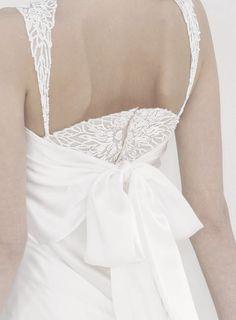 wink-smile-pout:  #Chanel Haute #Couture Spring 2006 #Fashion Details #white #wedding #Bridal Fashion