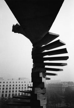 Fireman stairs : UNESCO Secretariat Building (1958) | Photo © Lucien Hervé