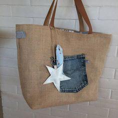 Jute Crafts, Denim Crafts, Sacs Tote Bags, Diy Sac, Vanity Bag, Bags 2017, Jute Bags, Patchwork Bags, Denim Bag