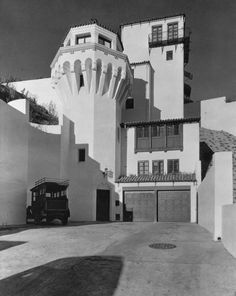 Patrick Longden's Castillo del Lago, Beachwood Canyon, Los Angeles Hollywood Boulevard, Hollywood Hills, Old Hollywood, Beachwood Canyon, Masonic Temple, Banks Building, Parking Design, Amazing Architecture, Revival Architecture