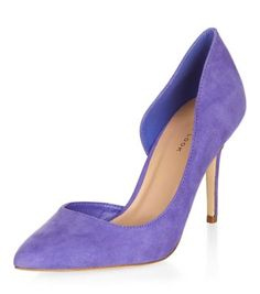 - Cut out side detail- Pointed toe- Heel height: 3.5