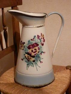 broc émaillé décor floral